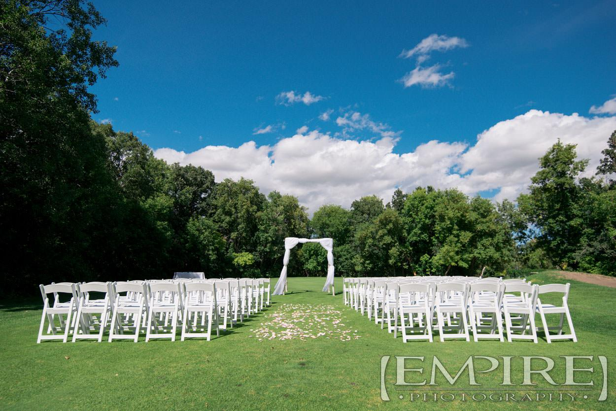 outdoor wedding ceremony at bel acres
